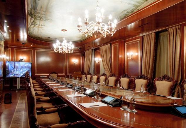 Роскошный зал для переговоров